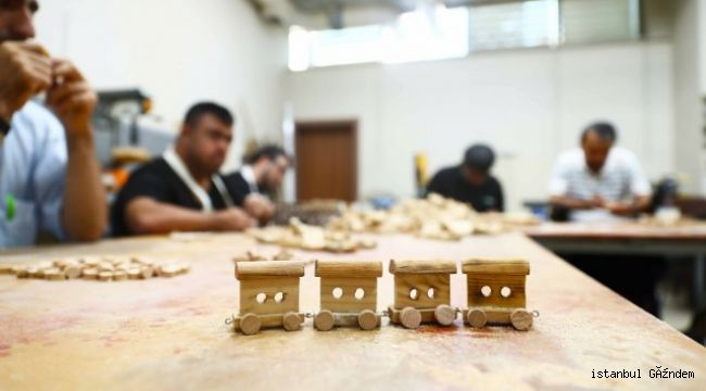 Engelliler 6 ayda 2 bin oyuncak tren yapıp sattı