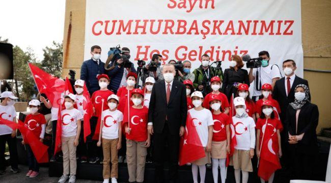Türkiye'nin En Büyük Bayrağını Erdoğan Göndere Çekti!..