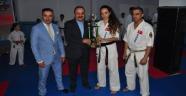 Gaziosmanpaşa AK Parti İlçe Başkanı Pirdal' dan Başarılı Sporculara Plaket