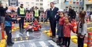 Gaziosmanpaşalı Minik Öğrenciler Okullarda Uygulamalı Trafik Eğitimi Alıyor